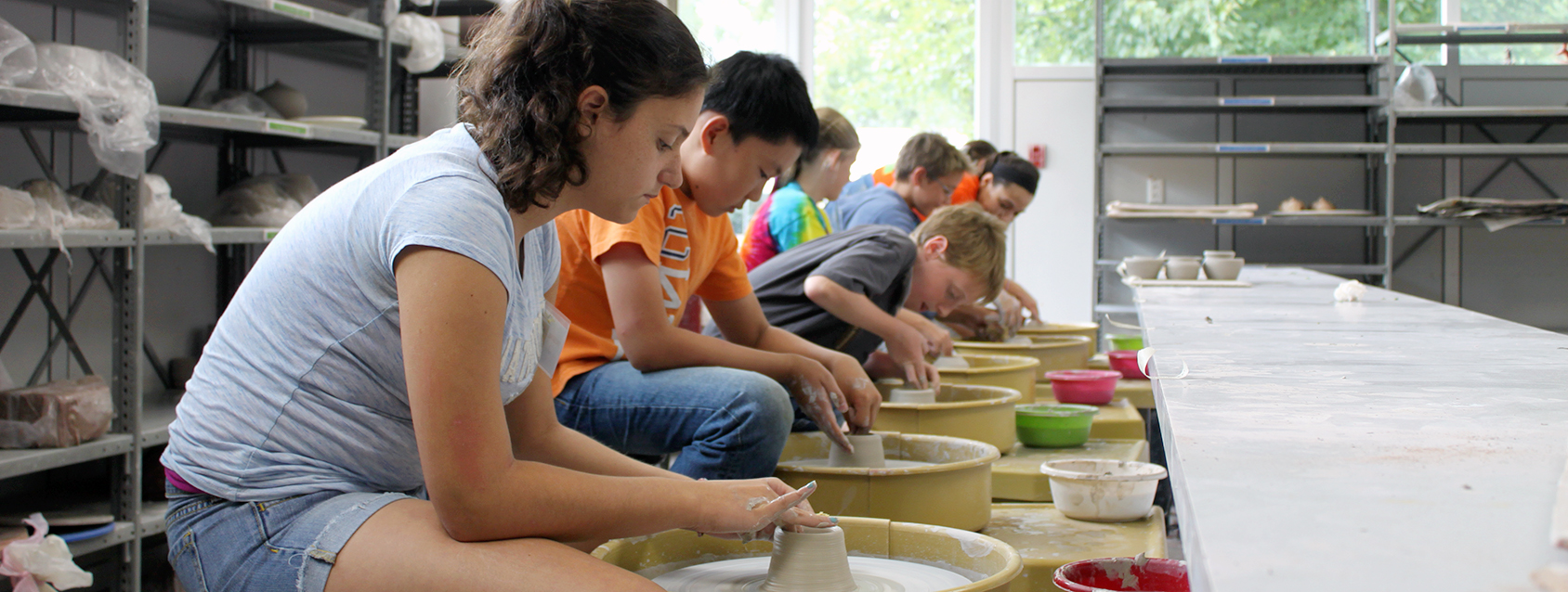 kids making pottery